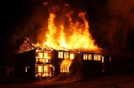Jak oczyścić dom po pożarze? Czy da się go uratować?