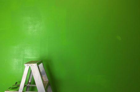 Aranżacja ściany w przedpokoju. Jaką farbę wybrać?