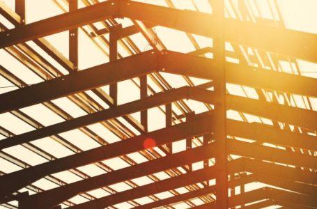 Budowa magazynu – na jakie rozwiązania warto postawić?