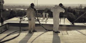 Izolacja dachu płaskiego pianą poliuretanową