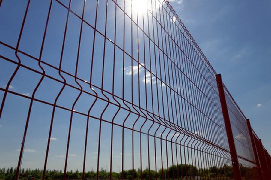 Jak dbać o ogrodzenia panelowe? Producent radzi