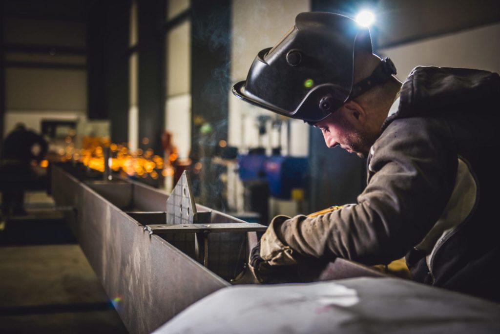 Jak postawić konstrukcję stalową?