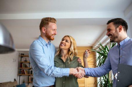 Zakup mieszkania z pomocą pośrednika – czy warto?