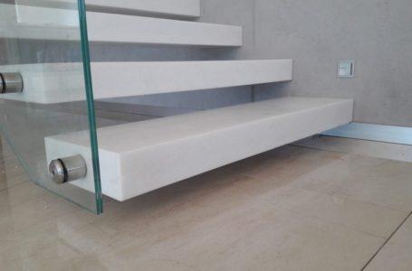 Trwałe i piękne schody w Twoim domu – jaki wybrać materiał na schody?