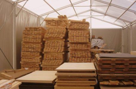 Skład drewna z cięciem na wymiar