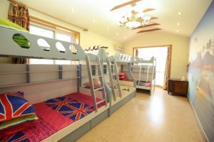 Łóżka piętrowe - oto powody, dla których warto się na nie zdecydować w mieszkaniu